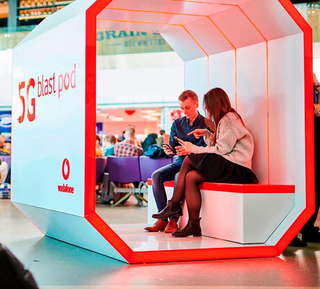 Vodafone executive explaining a customer in a vodafone booth